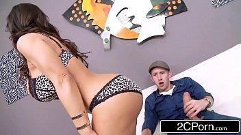 Mulher gostosa fazendo porno quente com dotado