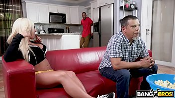 Vídeo pornô grátis comendo cuzinho da loira